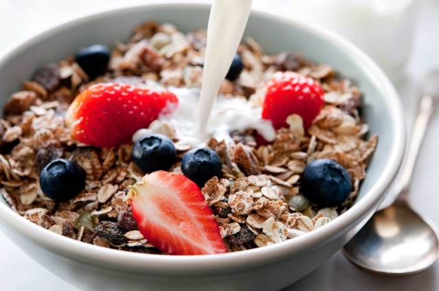 05-healthy-habits-aging-well-cereal