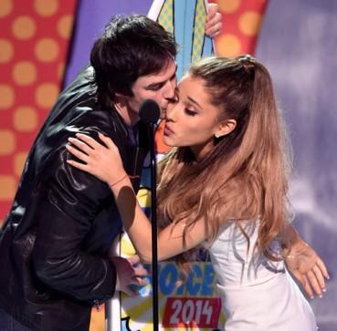 teen-choice-awards-2014-ariana-grande-and-ian-somerhalder-s-awkward-kiss-is-very-gif-able-454610-2